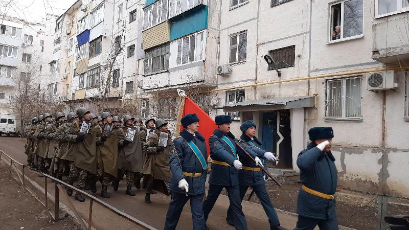 В Уральске гвардейцы провели  парад для 95-летней участницы Великой Отечественной войны