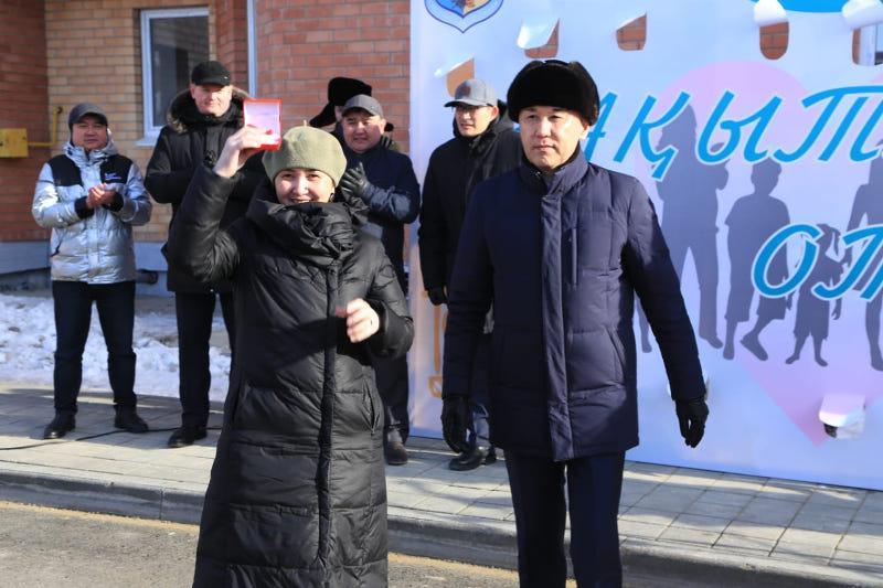 Бақытты отбасы: Қостанай облысында 51 көпбалалы анаға пәтер берілді