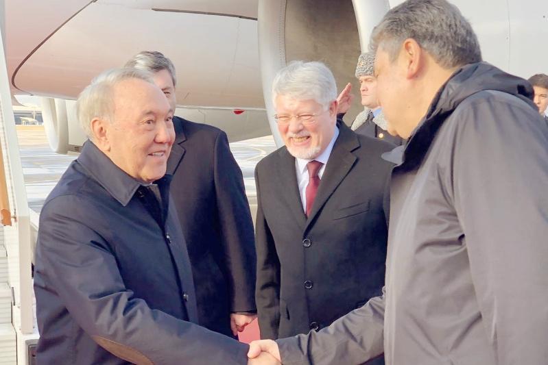 Елбасы прибыл в Россию