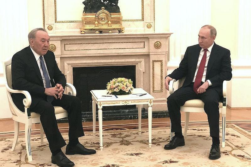 纳扎尔巴耶夫在莫斯科会见普京