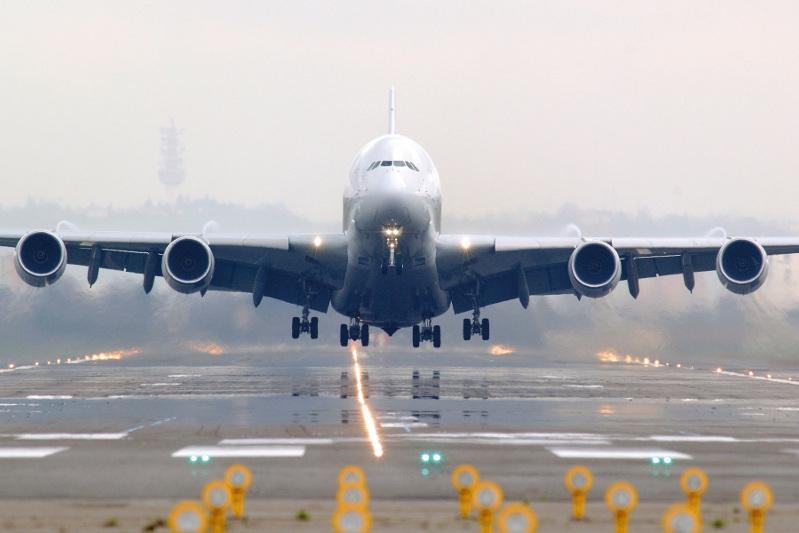 德国汉莎航空暂停哈德直航航线