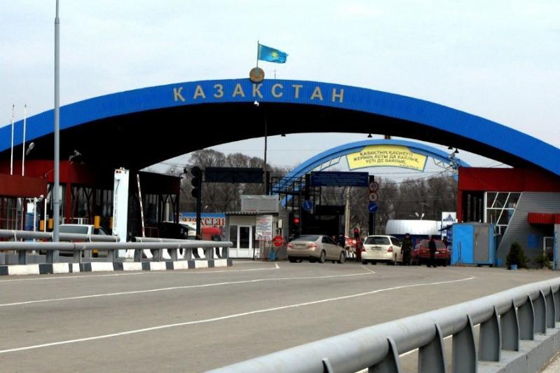 Казахстан временно ограничил пересечение границы с РФ и Кыргызстаном по внутренним документам