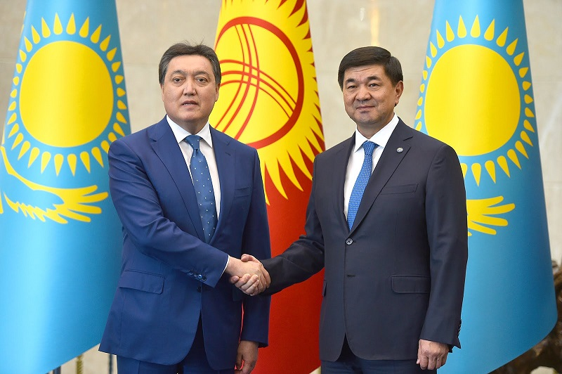 Премьер-министры Казахстана и Кыргызстана провели телефонный разговор