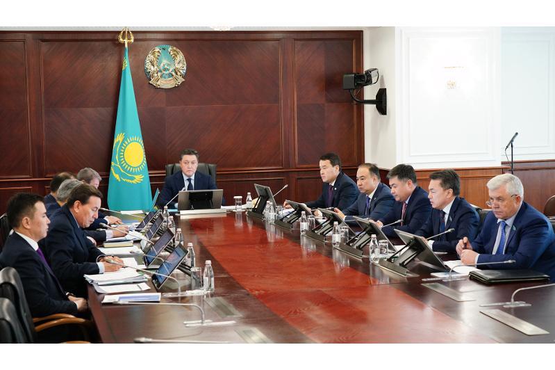 Аскар Мамин провел заседание госкомиссии по обеспечению режима ЧП