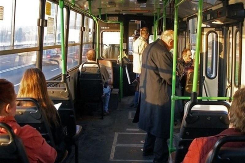Пассажирка выпала из салона автобуса в Актобе