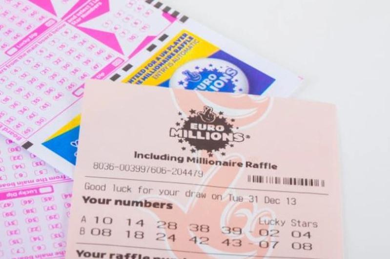 Житель Великобритании выиграл джекпот в размере  £57 миллионов