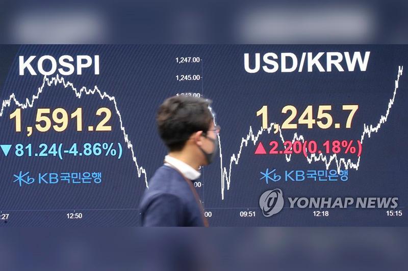Seoul stocks extend loss to decade low as virus panic spreads