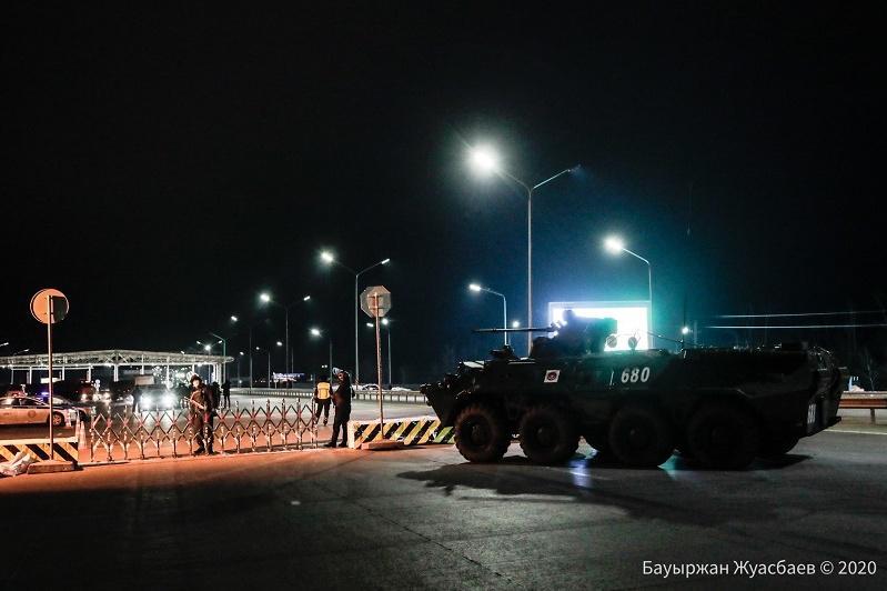 Военнослужащие принимают активное участие в обеспечении режима ЧП