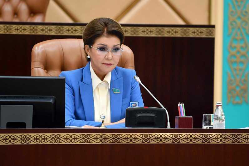 纳扎尔巴耶娃:我们要战胜自身的恐惧