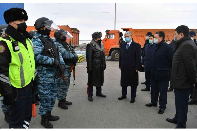 托卡耶夫总统高度评价相关部门疫情防控工作