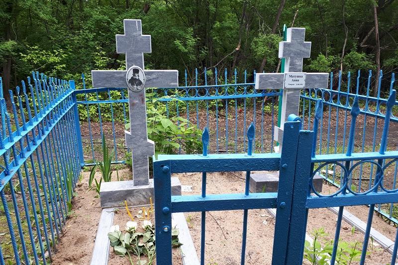 Вандалы похитили ограждения с могил в Жамбылской области