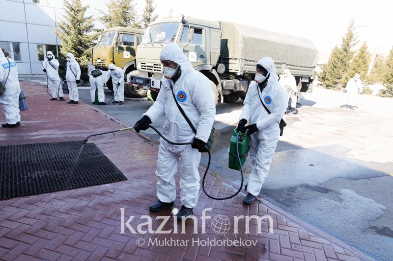 Военнослужащие проводят дезинфекцию территорий и объектов Нур-Султана и Алматы
