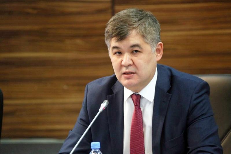 «Уәде беремін»: Министр Біртанов өзіне хат жазған оқушыға жауап берді