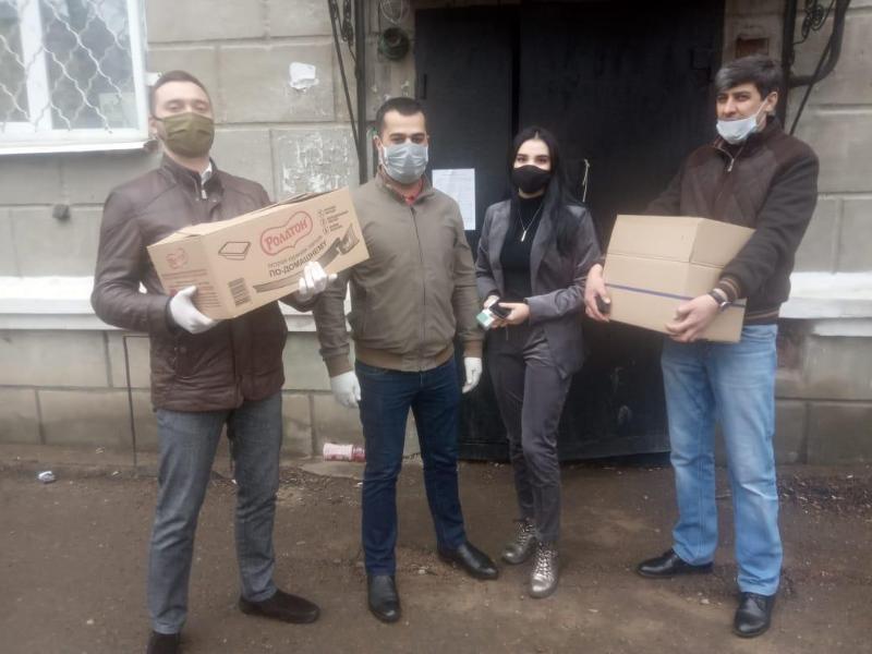 Ақмолалық волонтерлер соғыс ардагерлерінің үйіне барып көмектесіп жүр