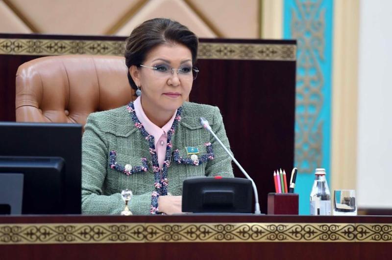 达丽哈·纳扎尔巴耶娃向全国人民致以节日祝福