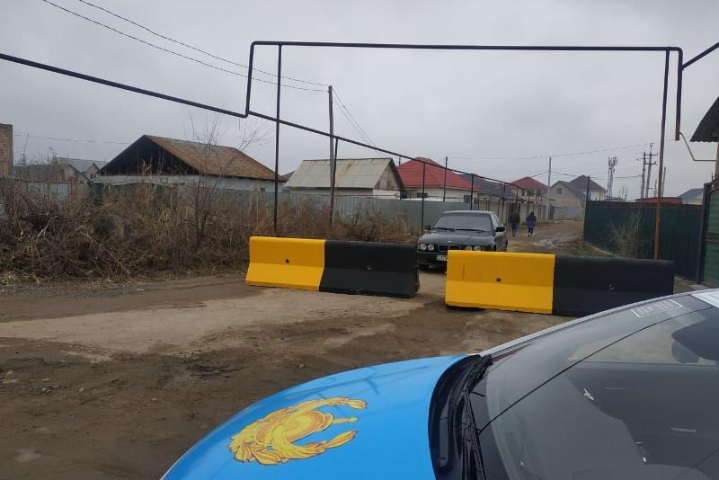 На границах Алматы появились дополнительные заграждения