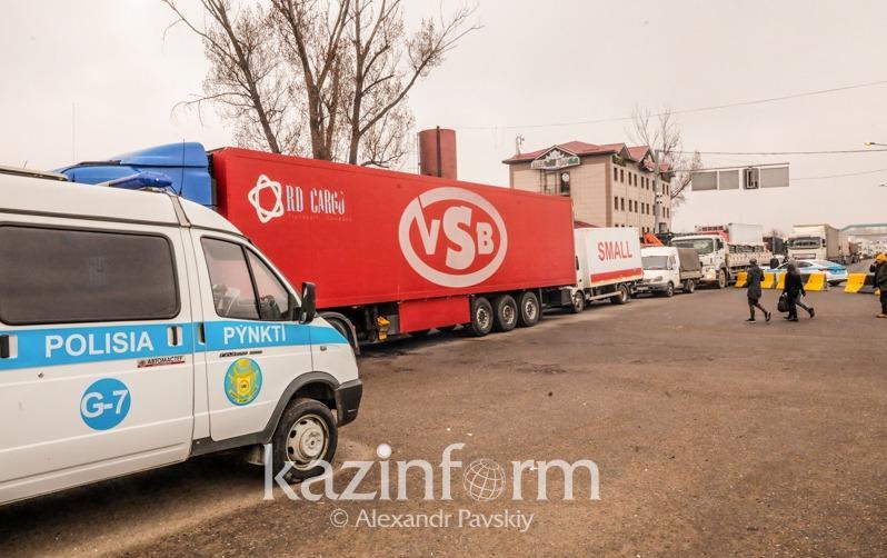 На въезде в Алматы задержали забитую виноводочной продукцией частную «скорую помощь»