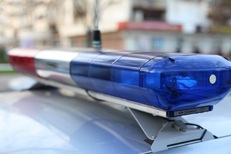 Ақмолада мас жүргізуші полициядан қашамын деп көлігін жол белгісіне соқты