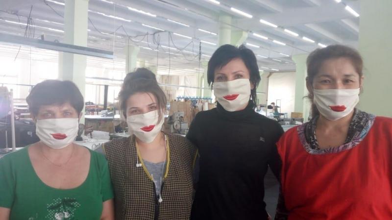 Оптимистичные маски производит Абайская швейная фабрика