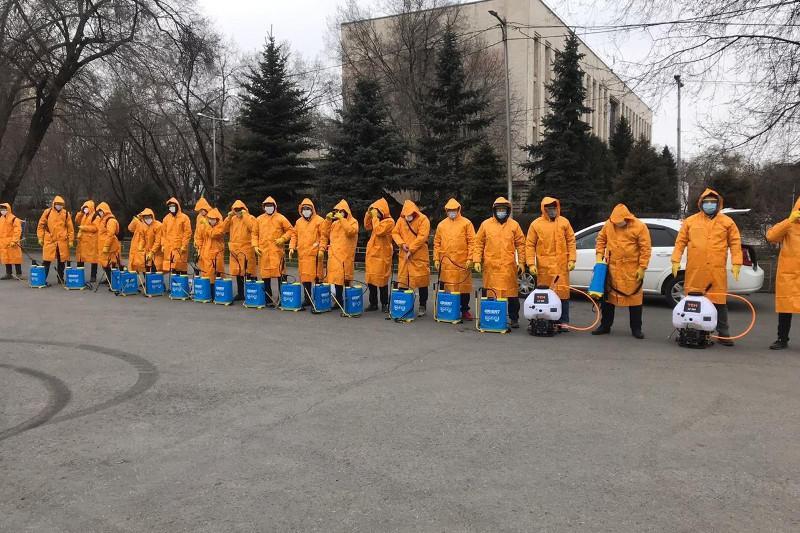 В Алматы начали дезинфицировать подъезды жилых домов