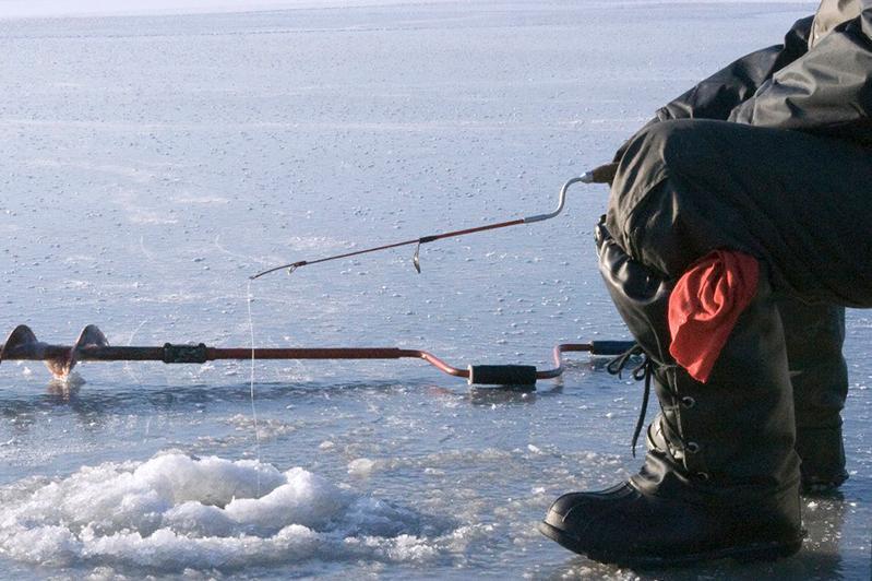 Рыбаки выходят на потенциально опасные места на водоемах в СКО