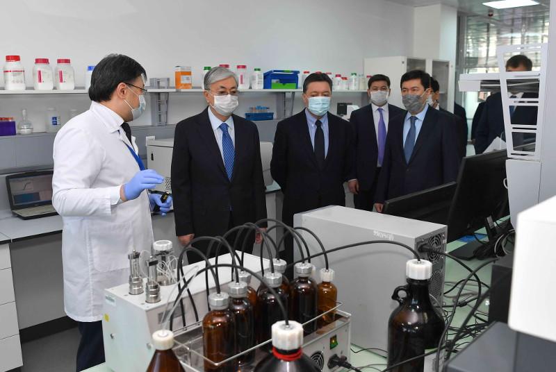 Главе государства представили тест-систему, позволяющую оперативно выявлять коронавирус