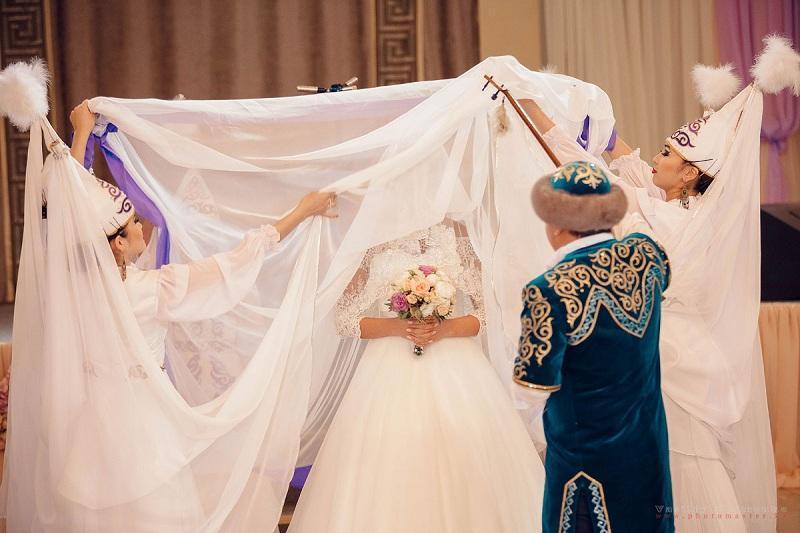 В Казахстане продолжают проводить тои несмотря на запрет