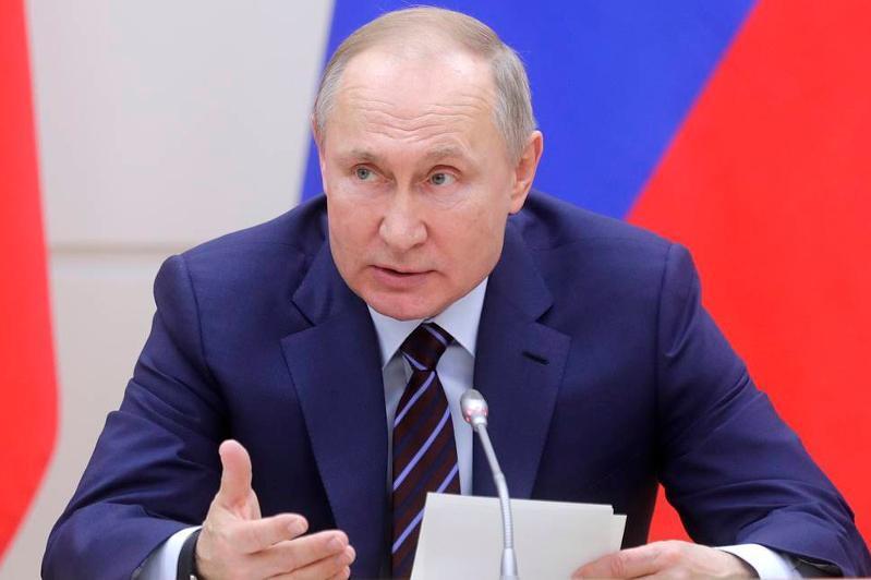 Владимир Путин перенес голосование по поправкам в конституцию РФ