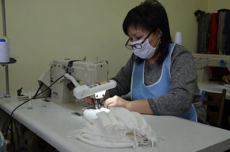 Медицинские маски шьют безвозмездно в таразском швейном ателье