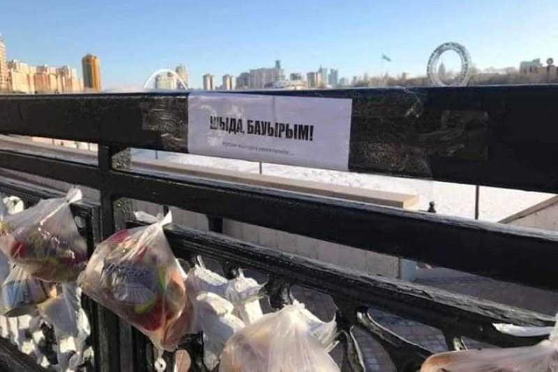 «Шыда, бауырым!» - Нұр-Сұлтан тұрғындары Есілдің жағалауына азық-түлік әкеліп жатыр