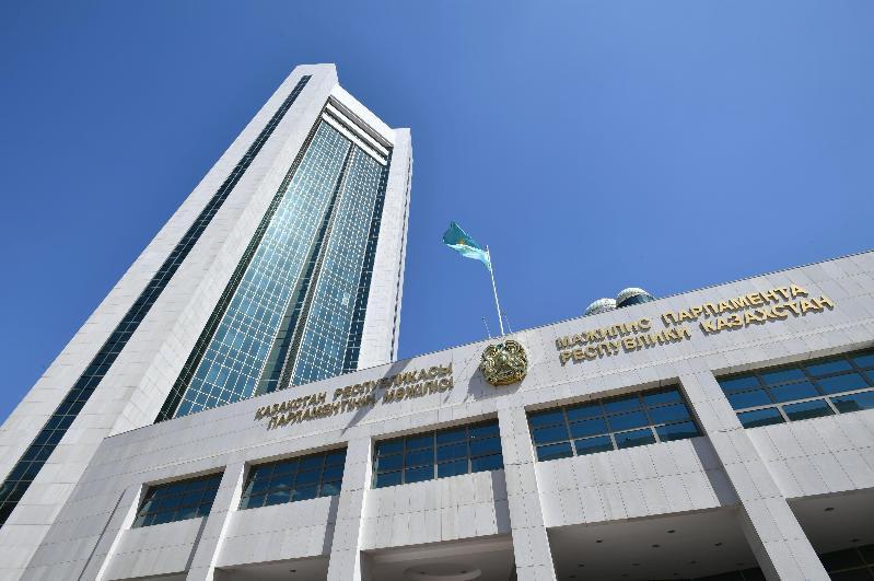 Мажилис одобрил законопроект о порядке организации и проведения мирных собраний