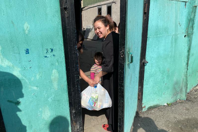 #Bizbirgemiz: Продукты питания нуждающимся раздает акимат Алматы