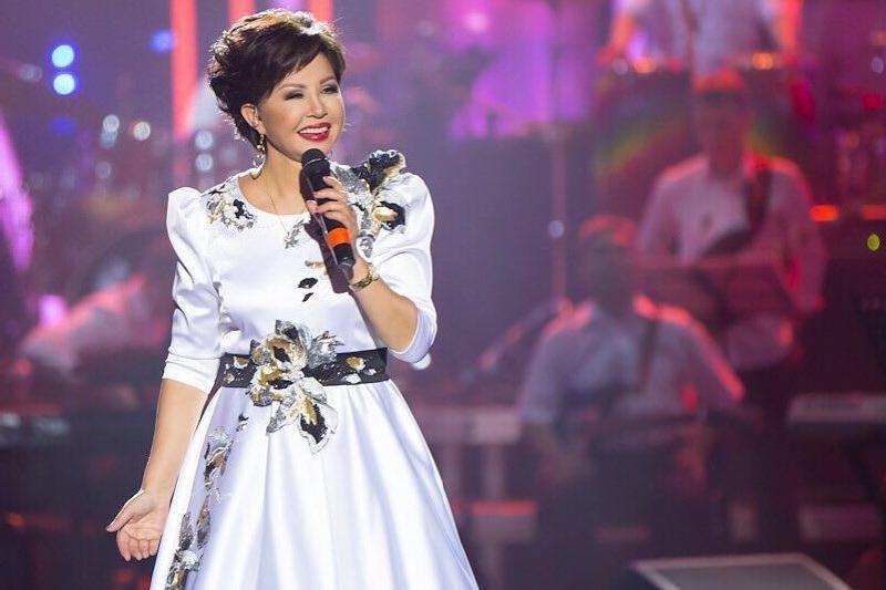 总统对举行线上演唱会的著名歌手热姆巴耶娃表示了感谢