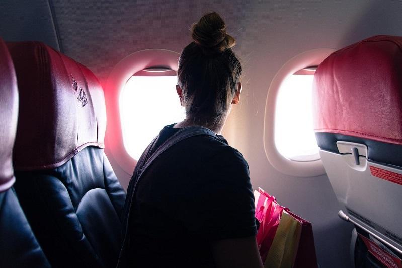 中国将暂时停止持有效签证和居留许可的外国人入境