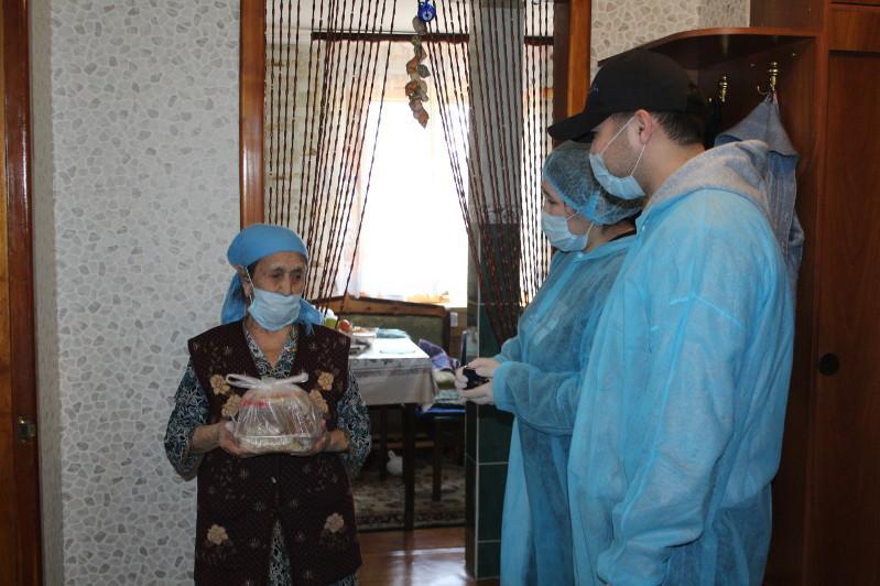 Горячим питанием обеспечивают пожилых людей на период карантина в Алматы