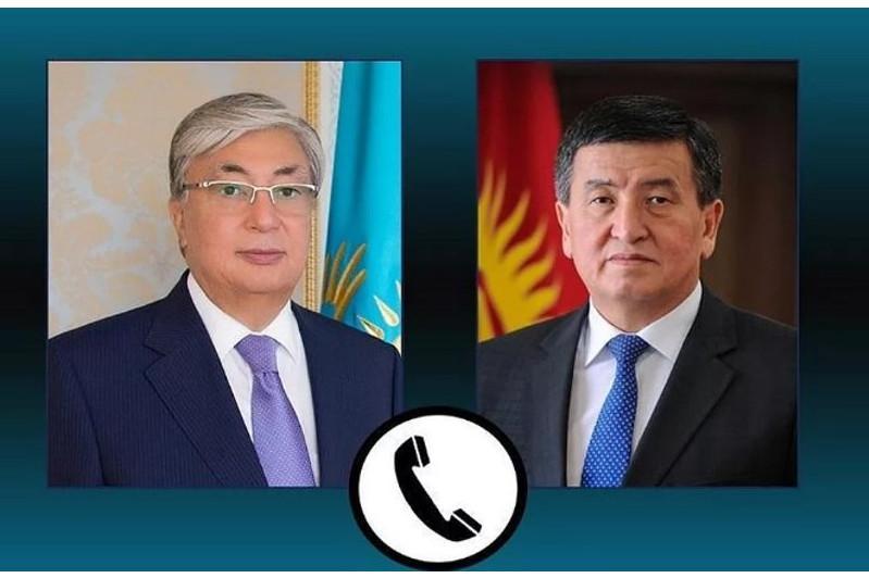 托卡耶夫与吉尔吉斯斯坦总统吉恩别科夫通电话
