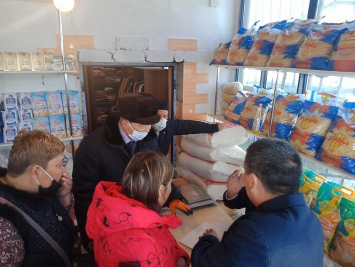 Совет старейшин Туркестанской области инициировал сбор продуктов и одежды для малообеспеченных семей