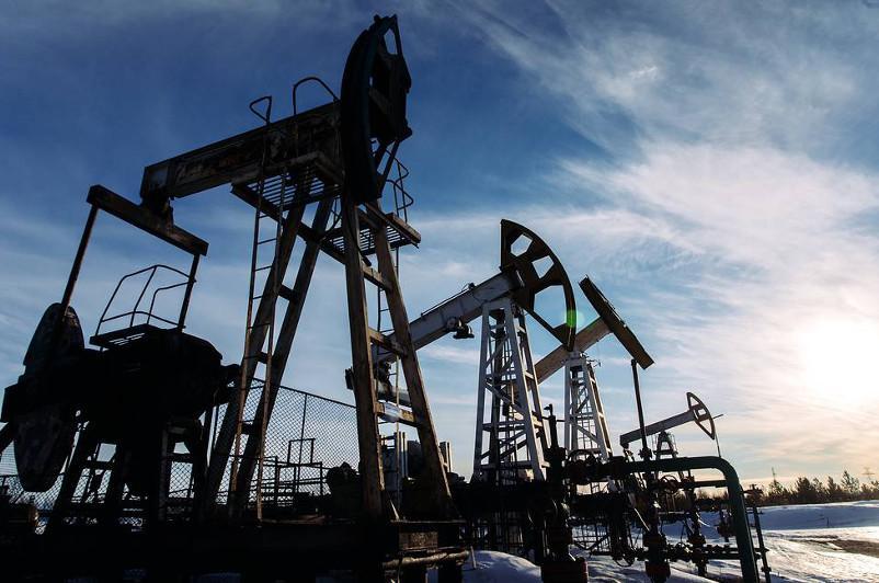 Brent oil price drops below $25 per barrel