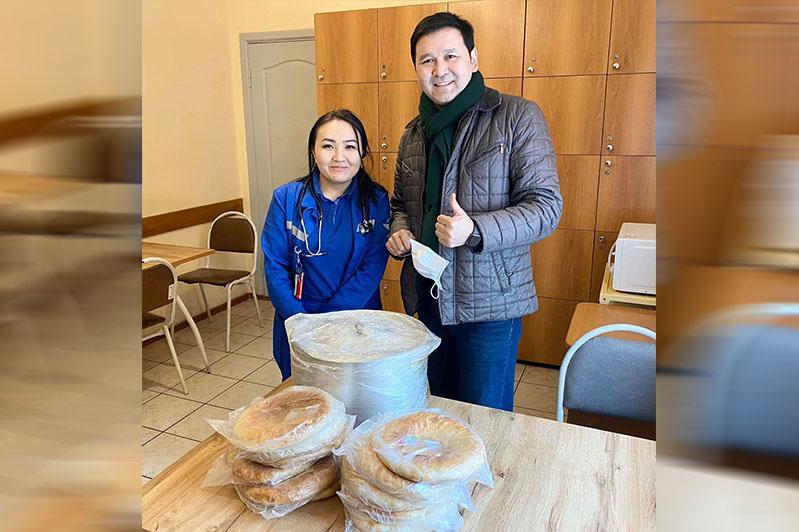 Бесплатно доставляют горячую еду врачам рестораторы в СКО
