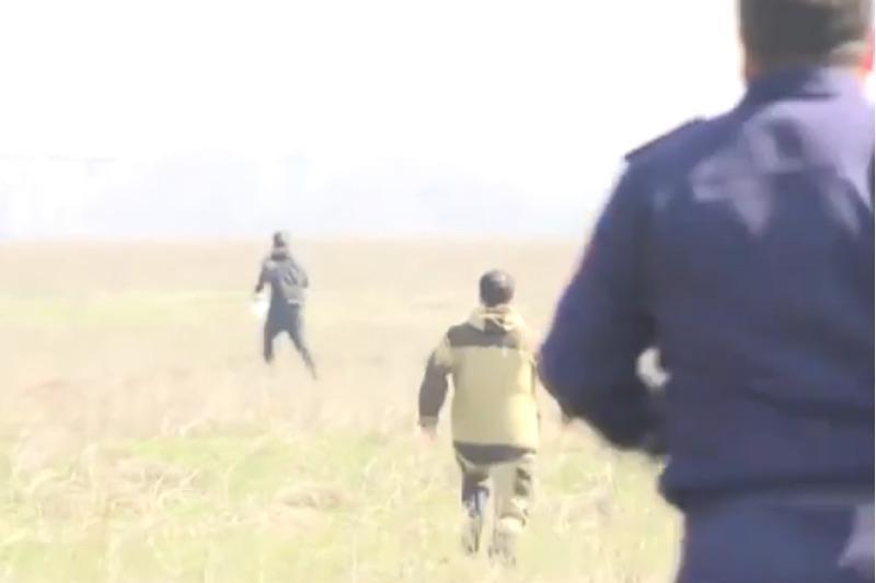Погоню за нарушителями, рвущихся через блокпост в Алматы, сняли на видео