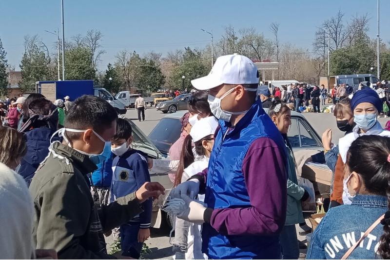 Около 20 тысяч масок раздали волонтеры в городе Кентау