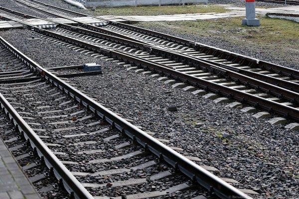 Девушка хотела броситься под поезд в Шымкенте