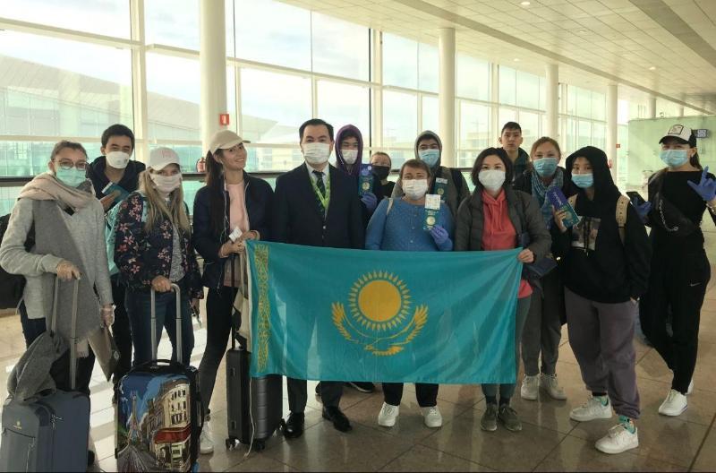 外交部:150多名哈萨克斯坦公民从西班牙顺利回国