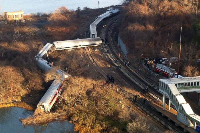1 dead, 127 injured after train derails in central China