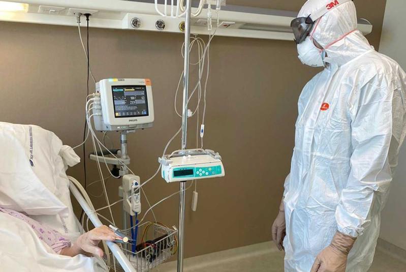 美国新冠肺炎死亡人数超过3000