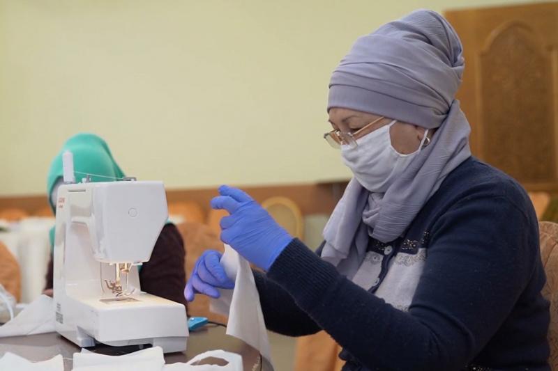 Туркестанcкие учителя сшили более 90 тысяч масок