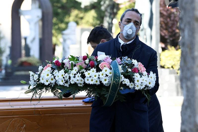 意大利对新冠肺炎逝者进行一分钟默哀