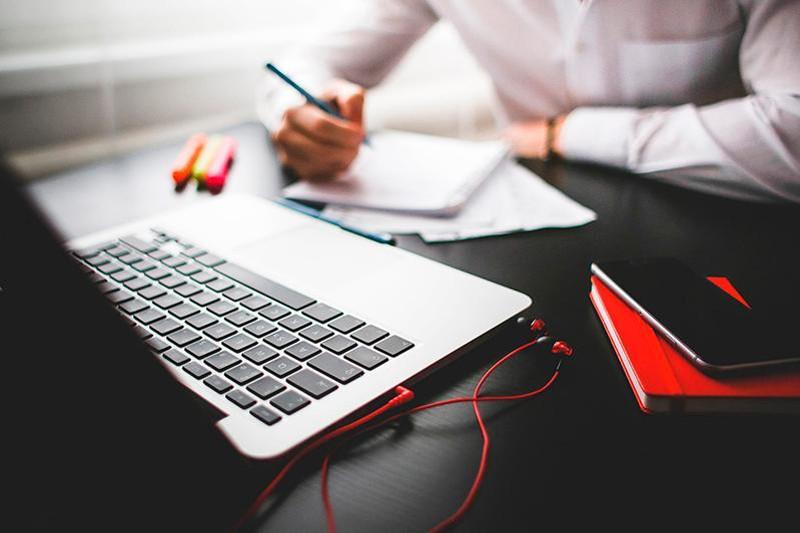 В Атырау волонтеры проводят курсы английского онлайн