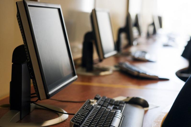 Алматыда мұғалімдер мен оқушыларға 10 мыңнан астам компьютер берілді