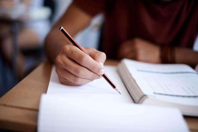 Дистанционное обучение для школьников: как будут проходить СОР и СОЧ